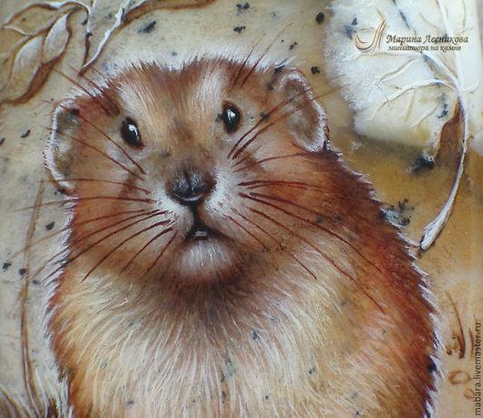 Кулон-улыбка `Мечтающий Крысик`. Очаровательный Крысик на дендритовом опале - не улыбнуться, глядя на него, просто невозможно!!