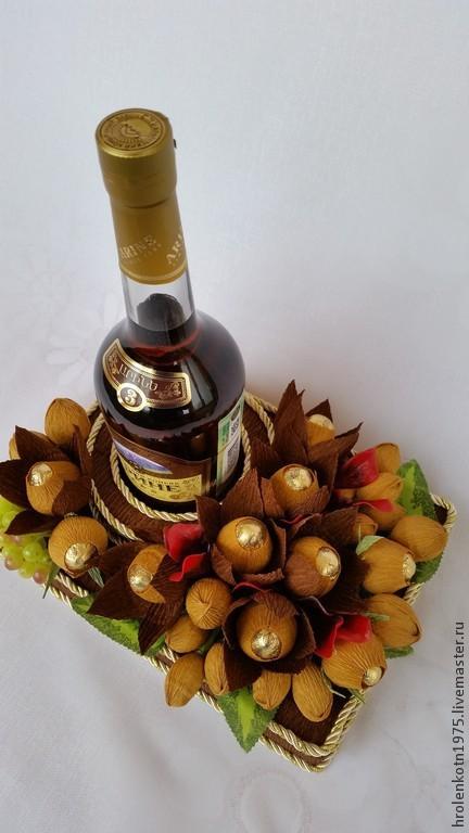 Подарок своими руками из конфет и бутылки коньяка 72