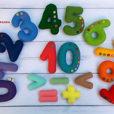 Куклы и игрушки ручной работы. Ярмарка Мастеров - ручная работа Цифры из фетра, со знаками (на магнитах). Handmade.