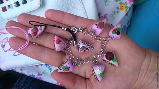 Милый розовый комплект браслет, подвеска к ключам и мини-кулон.  Украшения на тему Еда.