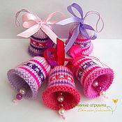 """Подарки к праздникам ручной работы. Ярмарка Мастеров - ручная работа """"Новогодние колокольчики"""" вязаные сувениры. Handmade."""