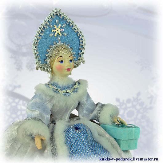 Грелка на чайник кукла для чайника купить сюрприз магазин кукол Москва. Сделано в России. Кукла ручной работы от мастерской Кукла в подарок. Доставка Почтой России в регионы и другие страны мира.