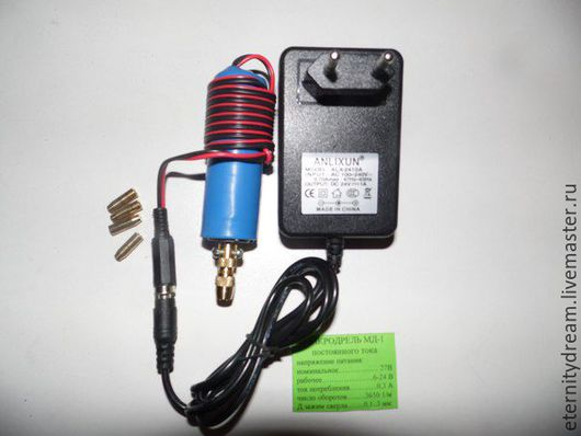 на выбор 12 либо 27 вольт ( с адаптером)