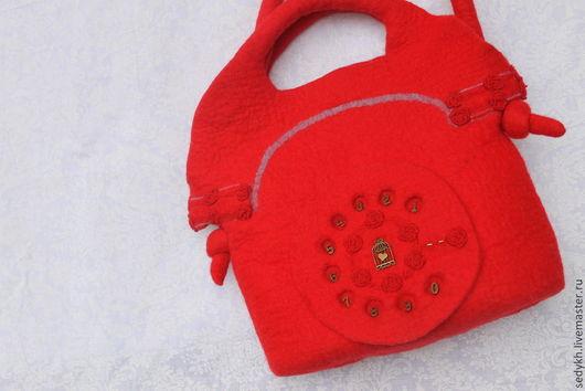 """Женские сумки ручной работы. Ярмарка Мастеров - ручная работа. Купить Сума валяная """"красный Телефон"""". Handmade. Ярко-красный"""