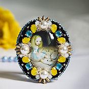"""Украшения ручной работы. Ярмарка Мастеров - ручная работа """"Карамелька 5"""" (брошь,Алиса,девочка, кролик, желтый, голубой, черный). Handmade."""