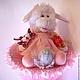 Букет из игрушек Овечка музыкальная с киндер-сюрпризом розовая