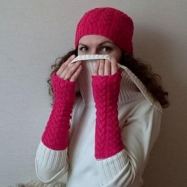 """Аксессуары ручной работы. Ярмарка Мастеров - ручная работа """"Ягодный мусс"""" вязаный комплект шапка митенки вязаные перчатки. Handmade."""