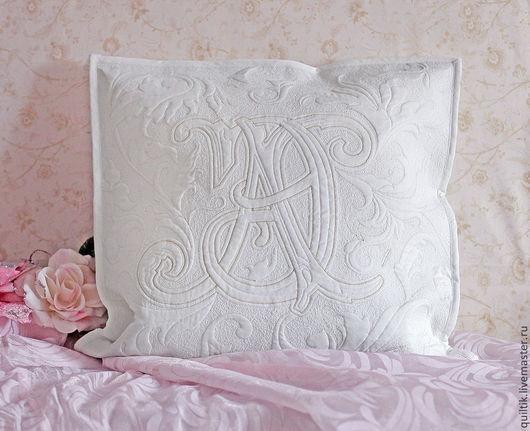 Подушка с монограммой.