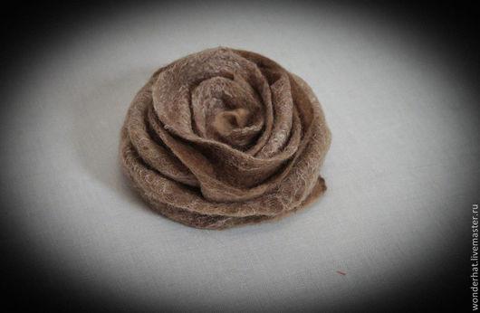 """Броши ручной работы. Ярмарка Мастеров - ручная работа. Купить Брошь-роза """"Шарм"""". Handmade. Бежевый, роза, валяная роза"""
