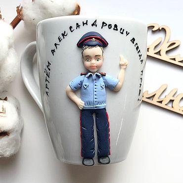 Посуда ручной работы. Ярмарка Мастеров - ручная работа Подарок полицейскому кружка с декором из полимерной глины по фото. Handmade.