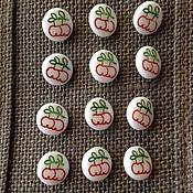 """Материалы для творчества ручной работы. Ярмарка Мастеров - ручная работа """"Красные яблоки"""" винтажные пуговки, чешское стекло. Handmade."""