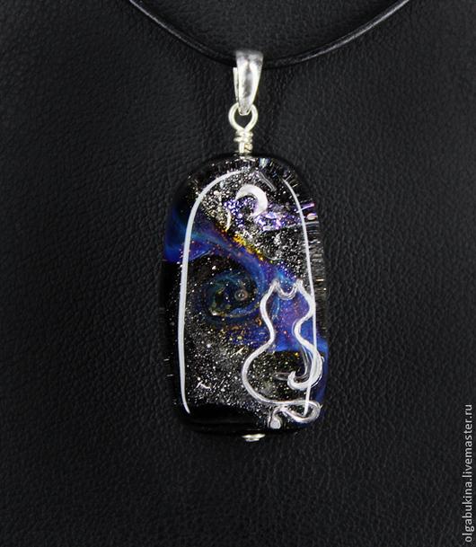 Кулоны, подвески ручной работы. Ярмарка Мастеров - ручная работа. Купить Кулон галактика Кошка на окошке. Лампворк, серебро 925, луна, черный. Handmade.