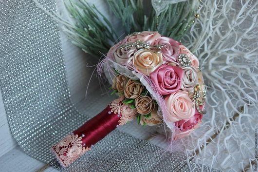 Свадебные цветы ручной работы. Ярмарка Мастеров - ручная работа. Купить Свадебный брошь-букет из атласных лент и фоамирана. Handmade.