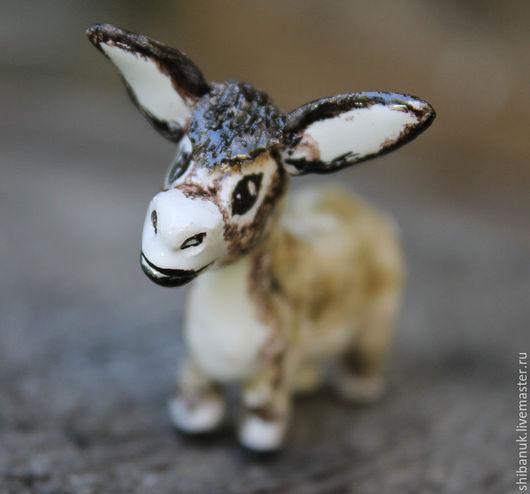 """Статуэтки ручной работы. Ярмарка Мастеров - ручная работа. Купить Миниатюрная керамическая статуэтка """" Любопытный ослик"""". Handmade."""