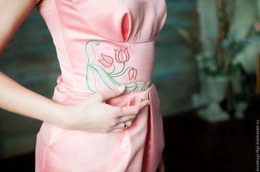 Платья ручной работы. Ярмарка Мастеров - ручная работа. Купить Платье персиковое коктейльное с вышивкой короткое Время тюльпанов. Handmade.