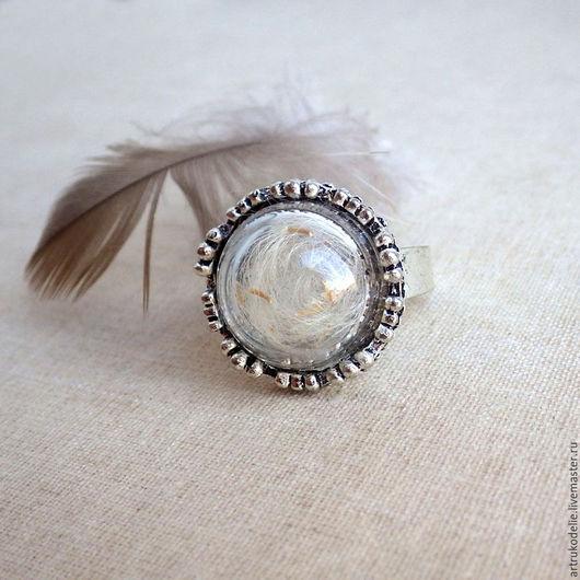 Кольцо с одуванчиками Память о лете.  Полая стеклянная полусфера заполнена настоящими семенами одуванчика. Купить кольцо одуванчик