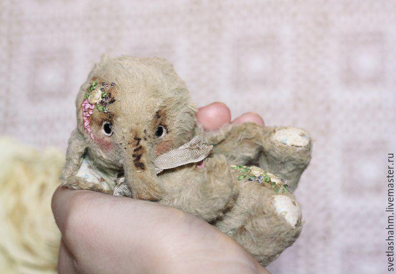 Мишки Тедди ручной работы. Ярмарка Мастеров - ручная работа. Купить Крошка. Handmade. Бежевый, игрушка в подарок, шёлковые ленты