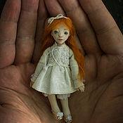 Куклы и игрушки ручной работы. Ярмарка Мастеров - ручная работа Мини кукла-брошь. Handmade.