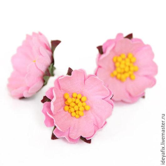 Диаметр цветочка 3.4 см. Высота цветочка около 1 см. Длина стебелька 3 см.  Цена указана за 1 цветок.