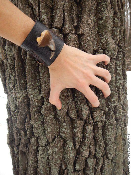 Браслеты ручной работы. Ярмарка Мастеров - ручная работа. Купить Широкий браслет из кожи Коготь медведя. Handmade. Кожаный браслет