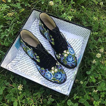 Обувь ручной работы. Ярмарка Мастеров - ручная работа Ботинки: синие розы. Handmade.