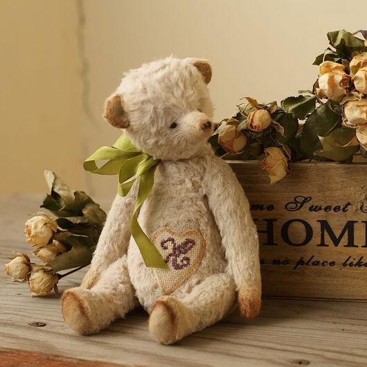 Маленький мишка тедди Лорд, 18 см, мне он напоминает Маленького Принца. Набит опилочками, гранулятом.