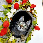 Для домашних животных, handmade. Livemaster - original item House for cats wool with strawberries. Handmade.