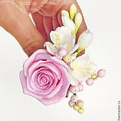 Свадебный салон ручной работы. Ярмарка Мастеров - ручная работа Розы с фрезиями из полимерной глины для прически. Handmade.