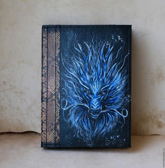 Обложки ручной работы. Ярмарка Мастеров - ручная работа. Купить Кожаная обложка на паспорт с росписью Льдистый дракон. Handmade.