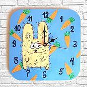 Часы классические ручной работы. Ярмарка Мастеров - ручная работа Часы детские настенные Заяц - Кролик, часы ручной работы. Handmade.