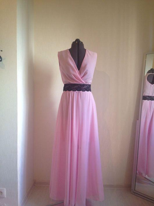 Платья ручной работы. Ярмарка Мастеров - ручная работа. Купить Длинное светло-розовое платье с декольте, длинное платье на запах. Handmade.