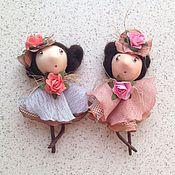 Куклы и игрушки ручной работы. Ярмарка Мастеров - ручная работа Куколки-брошки! (С ножками...). Handmade.
