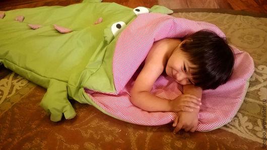 Детская ручной работы. Ярмарка Мастеров - ручная работа. Купить Спальный мешок-Крокодил. Handmade. Спальник, ярко-зелёный, уютно