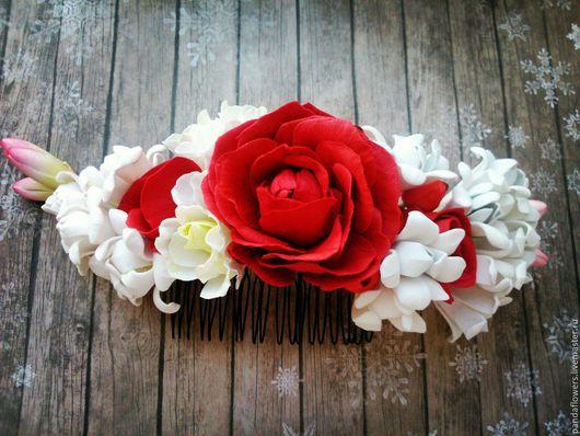 Заколки ручной работы. Ярмарка Мастеров - ручная работа. Купить Гребень для волос с розами, эустомой, туберозой ягодами гиперикума. Handmade.