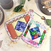 Для дома и интерьера ручной работы. Ярмарка Мастеров - ручная работа Набор кухонного текстиля, набор из двух прихваток пэтчворк, хлопок. Handmade.