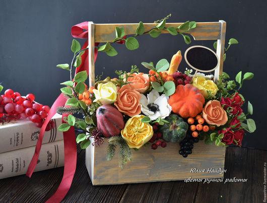 Интерьерные композиции ручной работы. Ярмарка Мастеров - ручная работа. Купить Композиция с цветами и овощами в деревянном ящике. Handmade. Сливочный