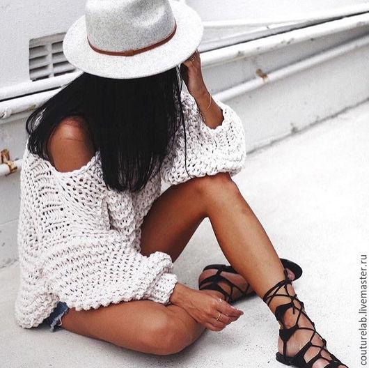 Белый летний свитер для счастливых девушек от SHAPAR. У нас вы всегда можете заказать свитера, кардиганы, вязаные платья любого размера и расцветок, не переживая за качество готового изделия.