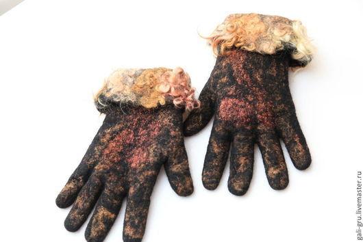Перчатки валяные с отворотом из кудряшек.
