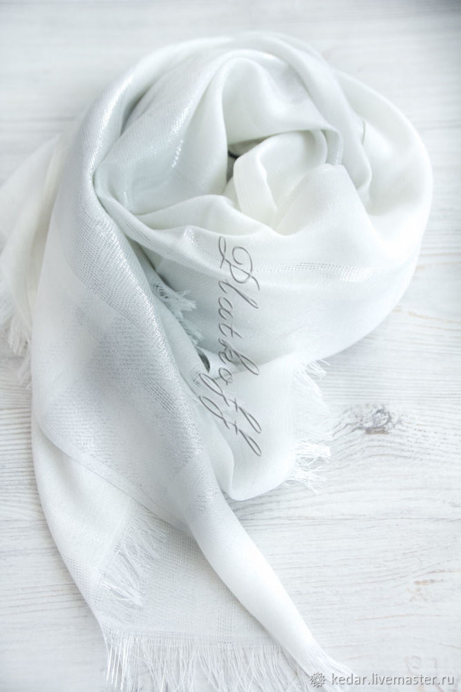White luxury thin female stole from Gucci fabric 'Flies', Sets accessories, Moscow,  Фото №1