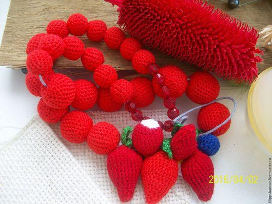 """Колье, бусы ручной работы. Ярмарка Мастеров - ручная работа. Купить Колье """"Клубника"""". Handmade. Ярко-красный, спелые ягоды"""