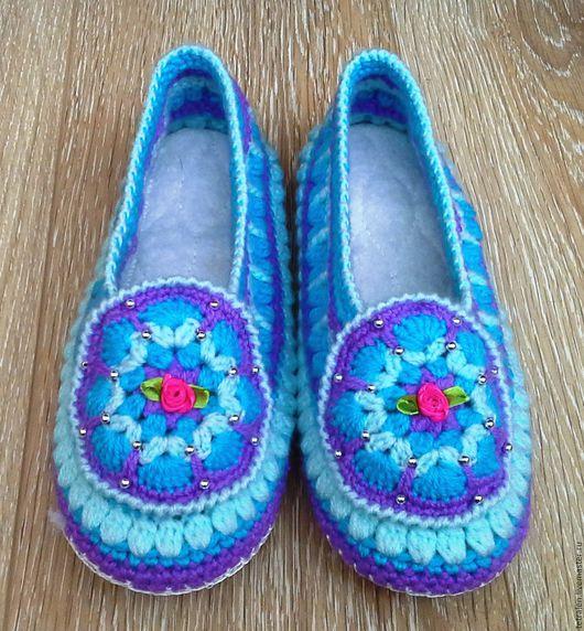 Обувь ручной работы. Ярмарка Мастеров - ручная работа. Купить Вязаные тапочки на кожаной подошве. Handmade. Комбинированный, подарок маме