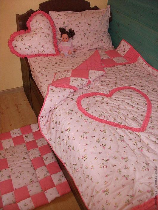 """Пледы и одеяла ручной работы. Ярмарка Мастеров - ручная работа. Купить Набор """"Сердечко"""". Handmade. Покрывало, набор для девочки, с рюшиками"""