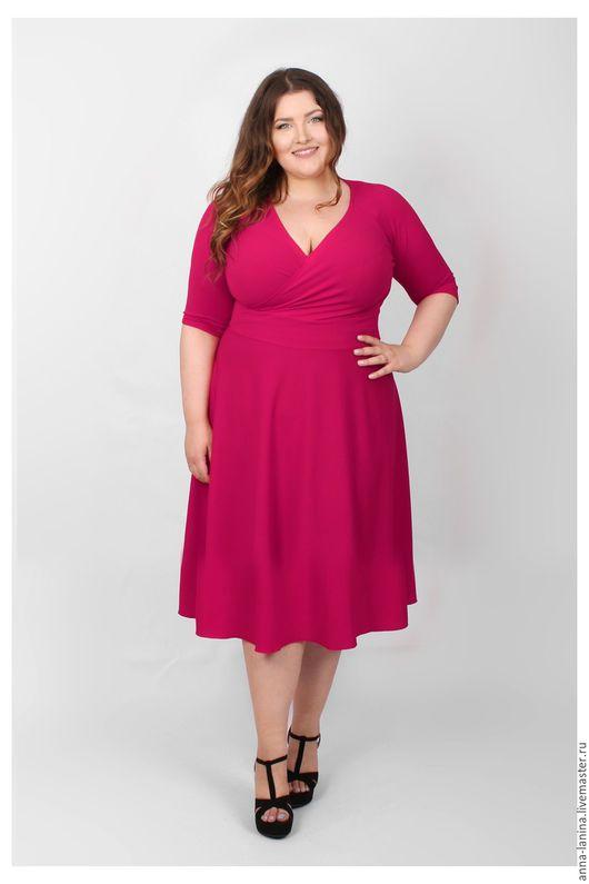 Платье вечернее. Платье с глубоким вырезом с эффектом запаха подчеркивает шикарное декольте. Теплое платье для новый год. Большой размер