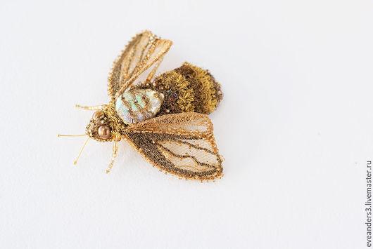 Броши ручной работы. Ярмарка Мастеров - ручная работа. Купить Брошь золотая пчелка. Handmade. Золотой, брошь, Вышивка бисером