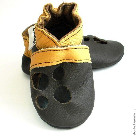 Кожаные чешки тапочки пинетки сандалики тёмно-коричневые жёлтые ebooba