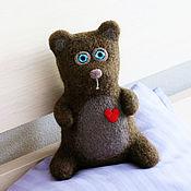 Куклы и игрушки ручной работы. Ярмарка Мастеров - ручная работа Медвежонок в подарок - коричневый мишка  - войлочный медведь. Handmade.