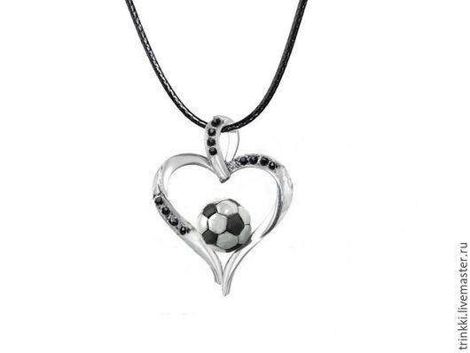 Красивый кулон в виде сердца с футбольным мячом внутри!