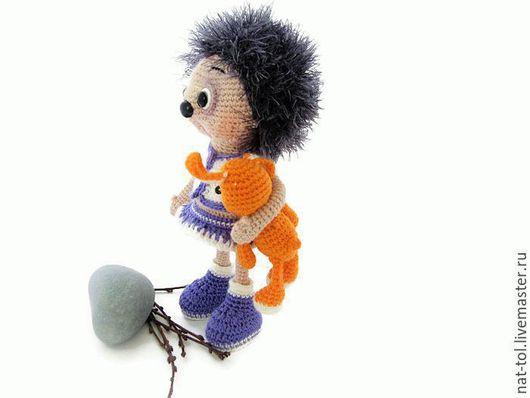 Игрушки животные, ручной работы. Ярмарка Мастеров - ручная работа. Купить Вязаная игрушка  ёжик весенний  в белом костюмчике с сиреневым. Handmade.
