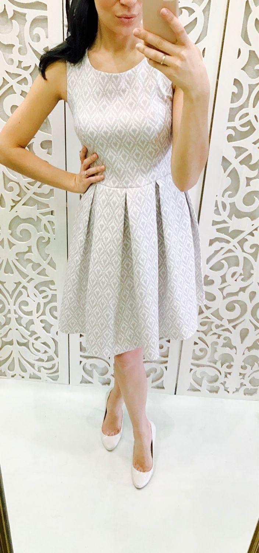 Платье из бежевого жаккарда