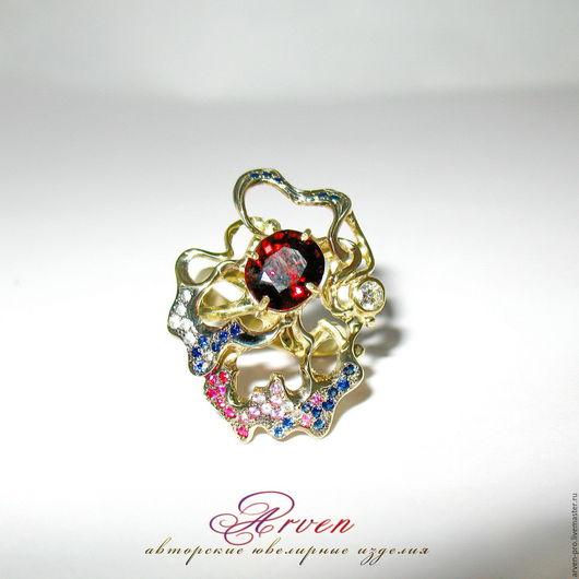 Золотое кольцо со шпинелью, бриллиантом и сапфирами. Под заказ. Возможно в серебре.